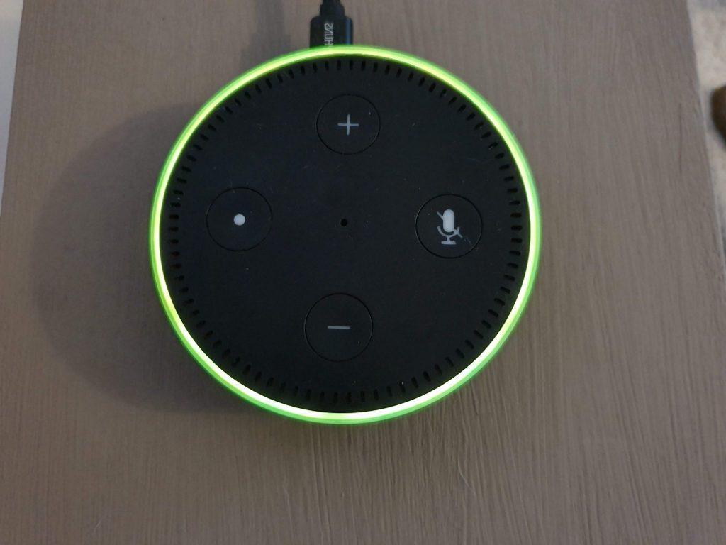 Amazon Echo blinkt / leuchtet / pulsiert gelb