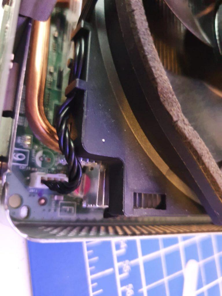 Lüfter-Stecker vom Mainboard abstecken