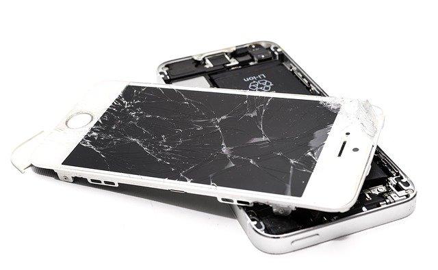 Handy Display Schaden: Diese Anlaufstellen gibt es
